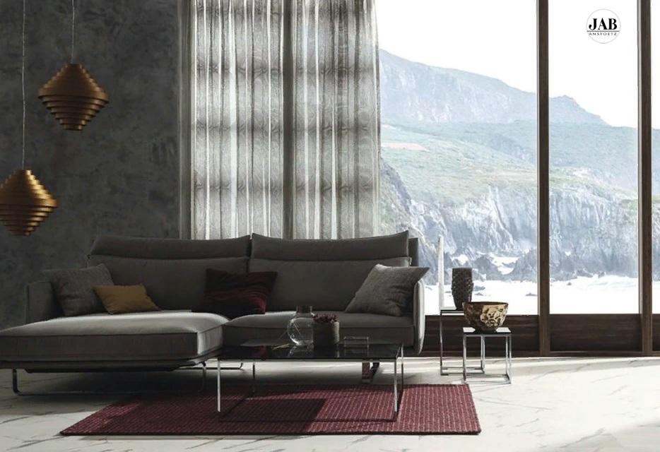 Строгий дизайн комнаты с видом на горы