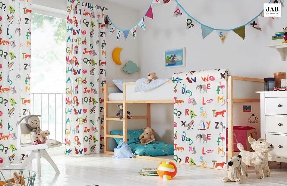 Шторы в интерьере детской комнаты