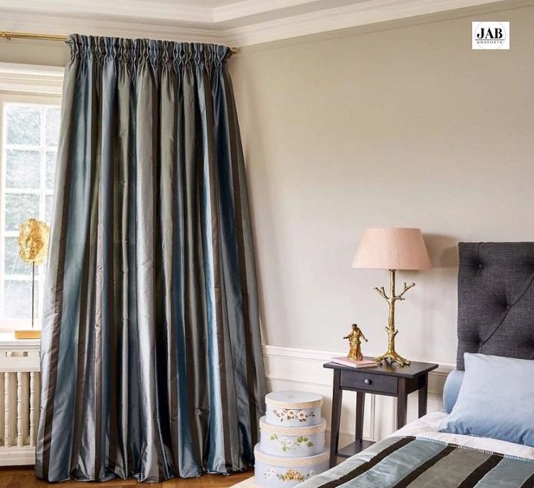 Стильная тяжелая штора для спальни