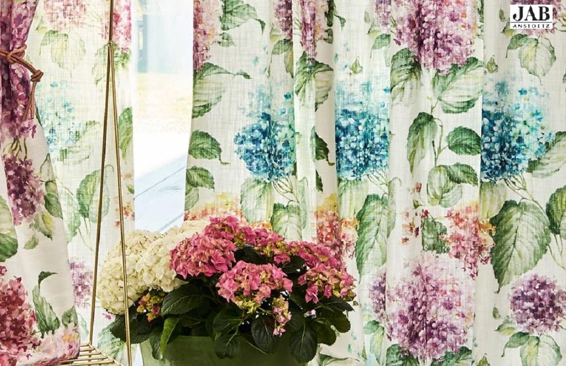 Дизайнерская ткань в шторах для кухни