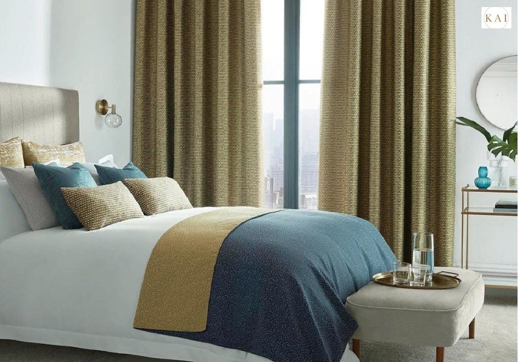 Теплые шторы в спальню