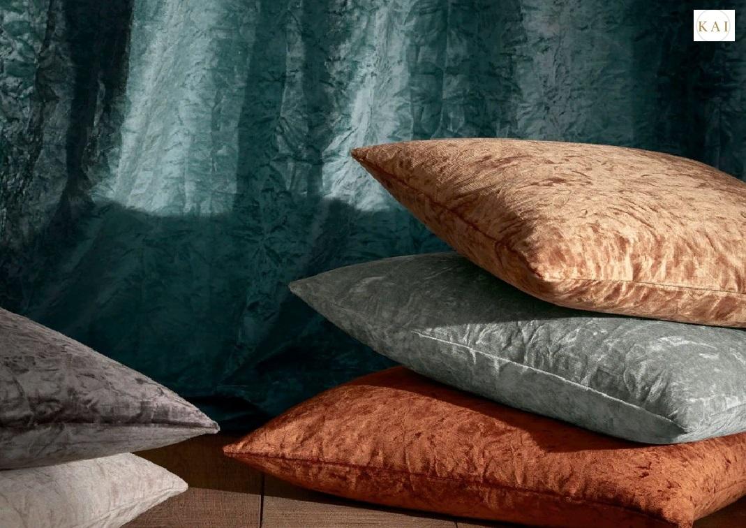 Дизайнерская ткань в интерьере спальни