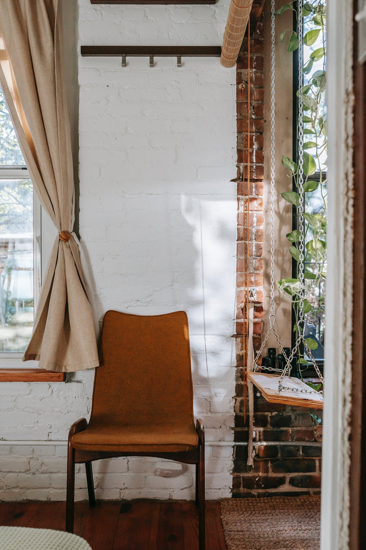 С чем сочетаются шторы в деревенском интерьере